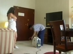 Indian Bhabhi Titties Gazoo Show to Cleaner Man at Hotel