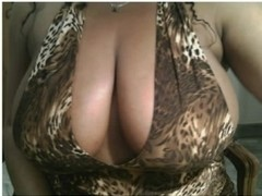 sexy big natural btreasts on this milfy