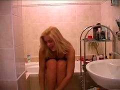 Webcam babe in the bathroom