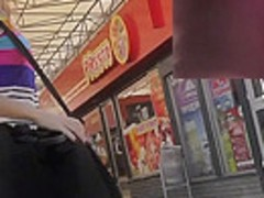 Hottie exposes her intimate parts in upskirt public vid