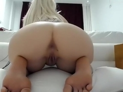 1luxuriousgirl livecam video on 2/1/15 02:57 from chaturbate