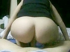 Blindfolded whore knows dick