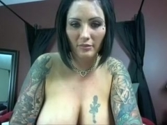 Web livecam chick with good mangos likes to show me her bumpers