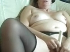 Older nymph slams her used cunt roughly with 2 dildos