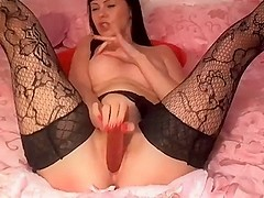 Dark haired webcam princess squirts