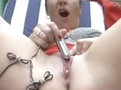 Lady Shows All 72