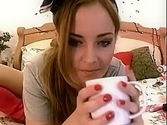 italian webcamgirl Laura playaround with dildos and glass on Bed and shower ...
