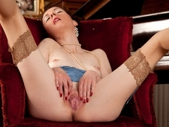 Stacey Robinson in Mature And Horny Scene