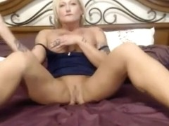Inked bodybuilder MILF Devine Dunn with perfect big tits