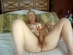 mature cumming on big dildo