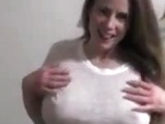 Delicious mommy with swinging love melons