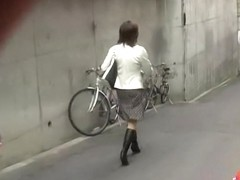 Business lady with no panties sharked while going to work