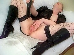 Messy mature fucking her well used twat.