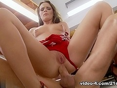 Vanda LustGarage Girl Scene