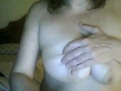 I'm touching my curves in homemade masterbate vid