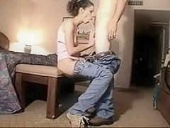 Gal in jeans seduces dude