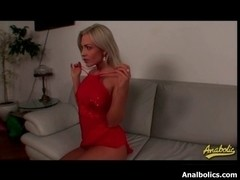 Wicked golden-haired lesbo acquires her cum-hole