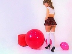 Balloonbabes.uk - Girl with several Loons