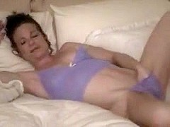 Hot mature gives great head