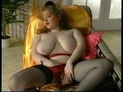 Hawt hirsute big beautiful woman fingers herself