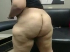Webcam solo with my new acquaintance shaking her huge booty