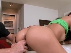 Sexy brunette Latinas whore Jordana Heat sucks a dick