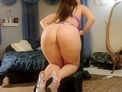 Kewl booty white hotty (pawg) stripping at home