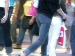 Teen asses in tight jeans showing off on candid street cam