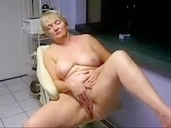 Mature lady loves to be watched while she masturbates