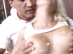 Sexy Sammie Spades cools her perky tits with water