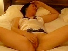 Pretty wife loves rubbing her clit