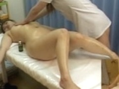 Japanese MILF gets a sexy fingering massage