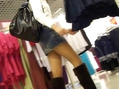 Upskirt video of a chick going shopping in mall
