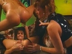 5 babes getting it on in a bar