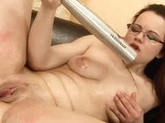 Young brunette Elizabeth gets her cunny fisted