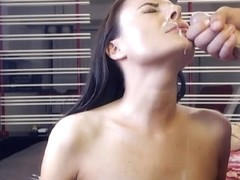 Brunette Babe Suck the Cock and Receives a Hot Cum