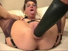 Older housewife fists and stretch her slit with huge sex tool