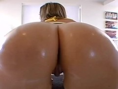 Alexis Texas and Roxy Deville loves to play with your mind