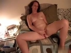 Wife getting really turned on rubby herself