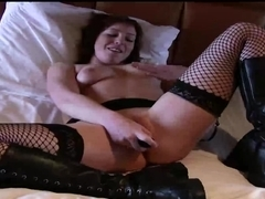 Goth chick uses a vibrator on her pussy