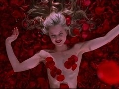 Mena Suvari,Thora Birch in American Beauty (1999)