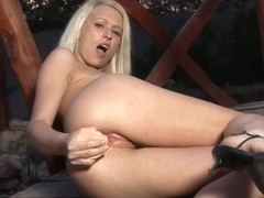 WetAndPuffy Video: Kittie Golf