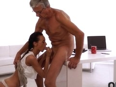 OLD4K. She can't control herself with her older boss