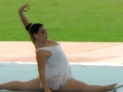 Fuckable gymnastic poses in a show off