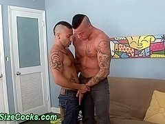 Muscly hunks suck big dicks
