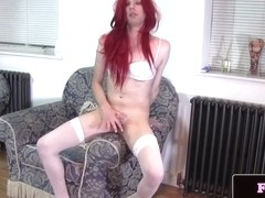 Solo redhead trap queen toys her round butt