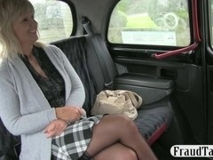 Divorced amateur woman having sex in a taxi with the driver