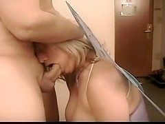 Mature babe sucks hard a big dick