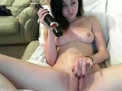 I play with a dildo in amateur masterbation vid