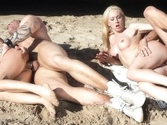 Angelica Castro And Yesenia Rock Fucked In Ocean Foursome - Upox